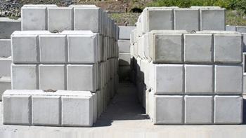 Precast retaining wall concrete blocks adamsdale concrete ri for Large rocks for sale near me